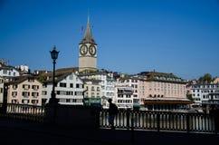 St Peter kyrka i det historiska centret av Zurich, Switzerl fotografering för bildbyråer
