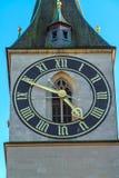 St Peter kyrktar, den gamla staden av ZÃ-¼rich, Schweiz arkivfoto
