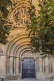 St Peter kyrktar fasaden, det äldst i den medeltida staden av Olite 1093 Navarre Spanien royaltyfri bild