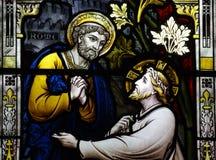 St Peter möter Jesus (målat glass) royaltyfri bild
