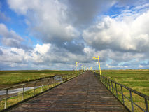 Θάλασσα-γέφυρα ST Peter-Ording στοκ εικόνα