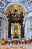 St- Peter` s Baldachin in der Basilika vatican Stockbild