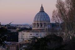 St Peter ` s basilic kopuła w Rzym Włochy Zdjęcie Stock