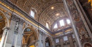 St Peter& x27; s Basiliek - de Stad van Vatikaan, Rome, Italië Stock Foto's