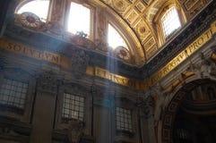 St Peter & x27; s-basilika arkivbilder
