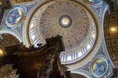 St Peter s basilika i Vaticanen Royaltyfri Fotografi