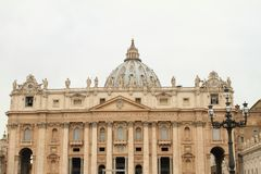 St. Peter`s Cathedral. With statues on St. Peter´s Square in Vatican City, Rome, Italy Stock Images
