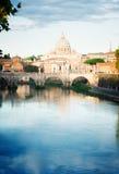 St- Peter` s Kathedrale über Brücke Lizenzfreie Stockfotos