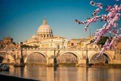 St- Peter` s Kathedrale am Frühling stockbild