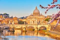St- Peter` s Kathedrale am Frühling lizenzfreie stockbilder