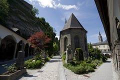 St- Peter` s Kloster und Kirchhof in Salzburg Stockfotos