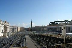 St Peter ` s kwadrata czekanie dla Pope zdjęcie royalty free
