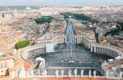 St Peter s Square beskådar Royaltyfri Fotografi