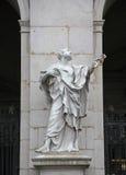 St Peter staty på den Salzburg domkyrkan, Österrike Fotografering för Bildbyråer