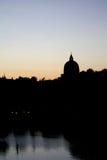 St Peter und Paul Dome Silhouette in Roma Eur stockbilder