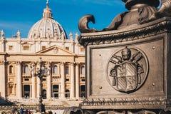 St Peter vierkant en de Basiliek van Heilige Peter in het Vatikaan CIT Royalty-vrije Stock Foto