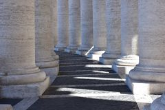 St Peter Vierkante colonnades, Vatikaan Stock Fotografie