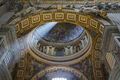 St Peter & x27; s-basilika Arkivfoton