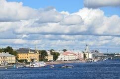 ST PETERBURG, ΡΩΣΙΑ, 08 ΣΕΠΤΕΜΒΡΙΟΥ, 2012 Ρωσική σκηνή: σκάφη αναψυχής στον ποταμό Neva στο ST Peterburg Στοκ φωτογραφία με δικαίωμα ελεύθερης χρήσης