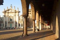 St- Peterhaubenansicht in die Stadt von mantua lizenzfreies stockfoto