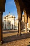 St- Peterhaubenansicht in die Stadt von mantua stockfoto