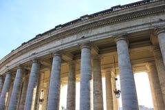 St Peters广场的列 免版税库存照片