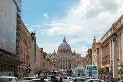 St Peters bazyliki watykan przy niebieskim niebem zdjęcie royalty free