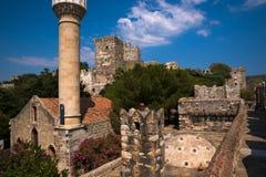 St Peters Castle in Bodrum con poca moschea Fotografia Stock Libera da Diritti