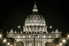 St Peters Dome Basilica i Rome, Italien Påvlig plats peter rome s för springbrunn för stad för bakgrundsbasilicabernini fyrkantig Fotografering för Bildbyråer