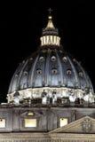 St Peters kopuła, noc/ obrazy royalty free