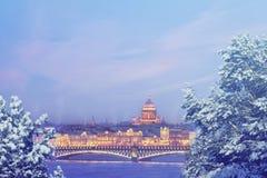 St Petersbourg à la soirée d'hiver Concept de Noël, de nouvelle année, d'Europe, d'amour et de voyage Photo libre de droits
