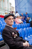 St Petersbourg /RUSSIA - 9 mai : Le vieux vétéran de WWII décorent Photos libres de droits