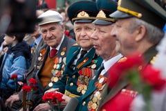 St Petersbourg /RUSSIA - 9 mai : Le vieux vétéran de WWII décorent Photo stock