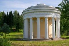 ST PETERSBOURG, RUSSIE - 3 juillet 2015 : Temple de l'amitié en parc de Pavlovsk Photo libre de droits