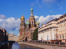 St Petersbourg, Russie le 31 août 2016 : Vue d'église sur le sang renversé du canal de Griboyedov Photos libres de droits