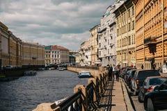 St Petersbourg, RUSSIE - 31 mai 2017 : Remblai de St Petersburg, de rivière Moika, de canaux et de rivières de St Petersburg Photo stock