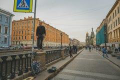 St Petersbourg, RUSSIE - 31 mai 2017 : Remblai de St Petersburg, le sauveur sur le sang Spilled, musiciens de rue et touristes Photographie stock