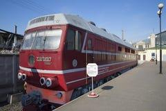 ST PETERSBOURG, RUSSIE - 30 MARS 2016 : La locomotive TEP-80 de passager de prototype dans le musée du chemin de fer d'Oktyabrska Photographie stock