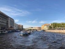 St Petersburg Anichkov bro på den Fontanka floden St Petersburg Ryssland Arkivfoto