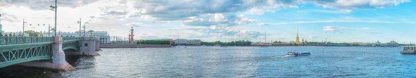 St Petersburg Ansicht von Neva River auf Peter und Paul Fortr Stockfotografie