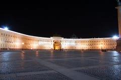 St. Petersburg bij nacht stock foto's
