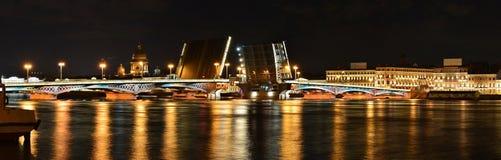 St Petersburg Blagoveshchenskii bro Royaltyfria Bilder