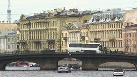 St Petersburg, Damm des Flusses Neva stock footage