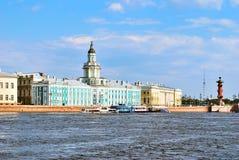 St. Petersburg. De Dijk van Universitetskaya stock afbeelding