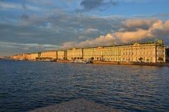 St Petersburg den Neva floden Royaltyfria Bilder