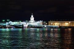 St Petersburg in der Nacht Stockbild