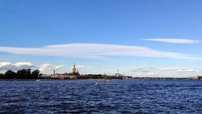 St Petersburg Die Peter- und Paul-Festung auf dem Neva-Fluss stock video footage