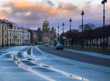 St Petersburg efter regn arkivfoton