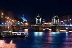 St Petersburg en la noche Foto de archivo