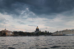 St Petersburg en una tempestad de truenos Fotos de archivo libres de regalías